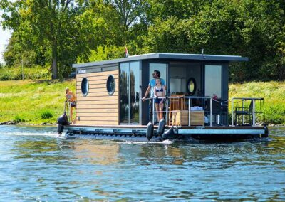 Otter Easy Houseboats